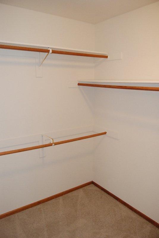 Walk in closet conectado con el baño principal