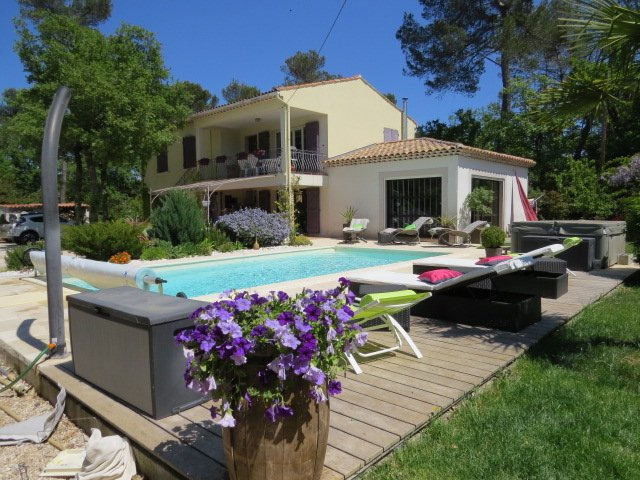 Amazing apt with shared pool & Wifi, holiday rental in Signes
