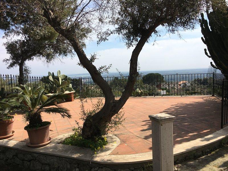 Beautiful villa with garden, vacation rental in Priolo Gargallo