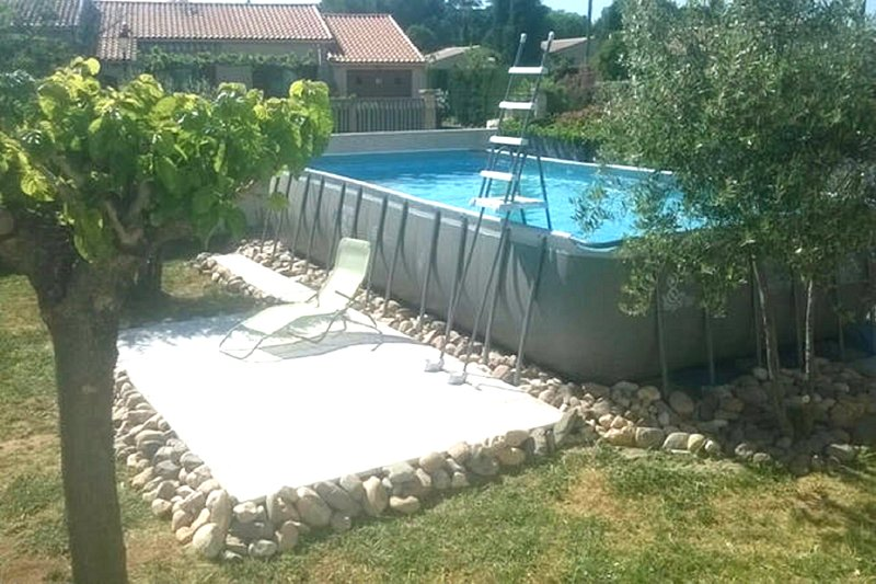 Nice house with swimming-pool, location de vacances à Le Pouget