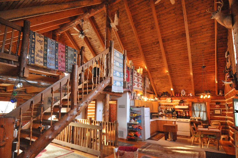 BEAUTIFUL UNIQUE LOG HOME ON 15 ACRES IN COLOMA, location de vacances à Berrien County