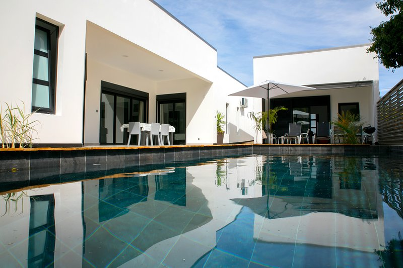 Amazing house with shared pool, location de vacances à Saint-Pierre
