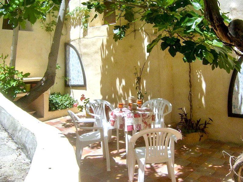 Spacious house with garden, location de vacances à Archivel