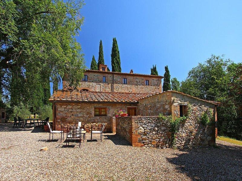 Casta Tolomei (Castello di Bossi) App. GIULIETTA, vacation rental in Castelnuovo Berardenga