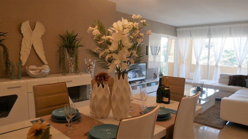 Luxe Appartement Hillside Suite voor 6 personen Mijas Costa, holiday rental in Sitio de Calahonda