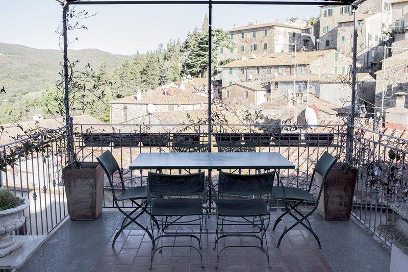 Spacious villa with terrace & Wifi, holiday rental in Campiglia Marittima