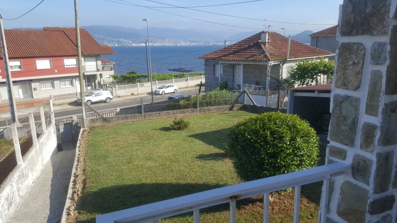 Nice house with sea view & terrace, vakantiewoning in Combarro
