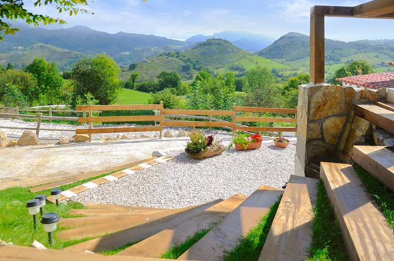 Spacious house with mountain view, holiday rental in Robellada
