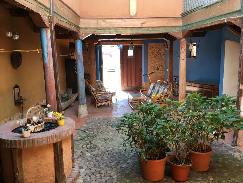 Spacious house with garden, vacation rental in Luyego de Somoza