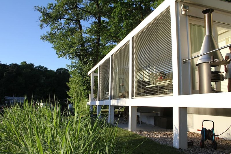 Haus direkt am See - idyllisch und doch zentral zur Stadt - Nähe Wannsee, aluguéis de temporada em Hennigsdorf