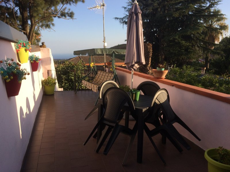 Nice apt with sea view & terrace, holiday rental in Pedara