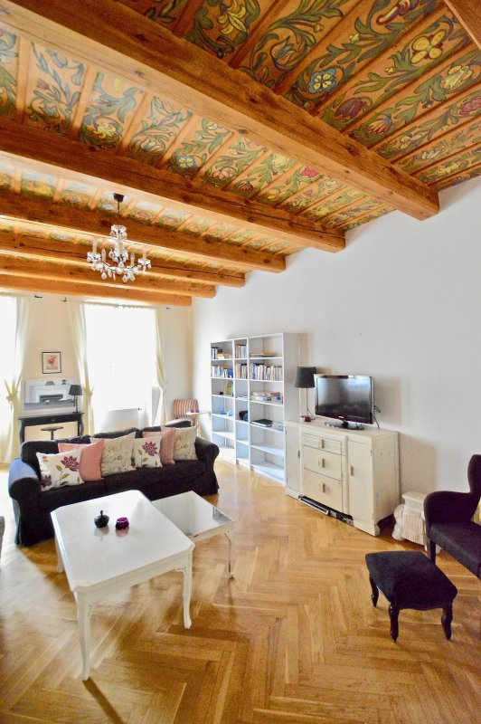 Espaçosa sala de estar - relaxar com estilo, mobiliário de design vintage.