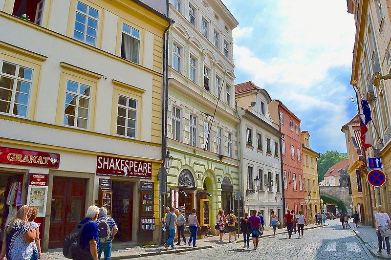 O nosso edifício (último à esquerda com a famosa livraria Shakespeare lá embaixo.