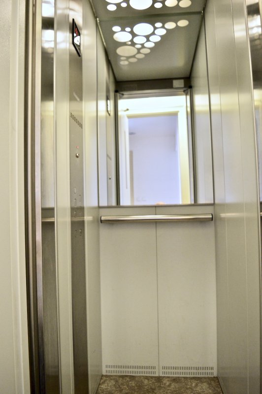 elevador privativo no edifício.