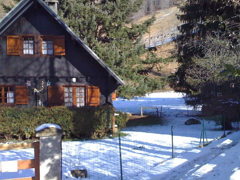 Beautiful chalet with mountain view – semesterbostad i Heches