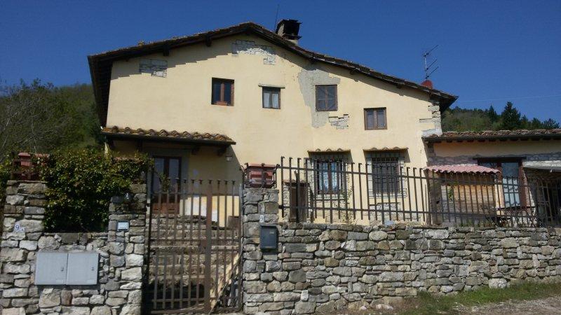 Spacious house with garden, casa vacanza a Barberino Di Mugello