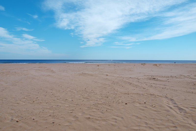 Spacious and relaxing Patacona beach. Ample and relaxing beach of La Patacona.