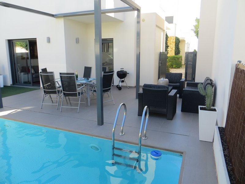 Beautiful villa with swimming-pool, vacation rental in Agost