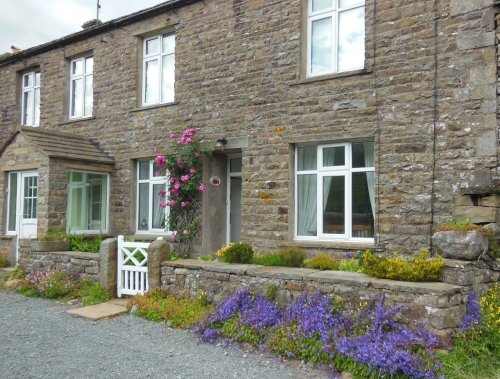 Low Rigg, spacious Yorkshire Dales cottage, 1 dog welcome, wifi, lovely garden, location de vacances à Keld