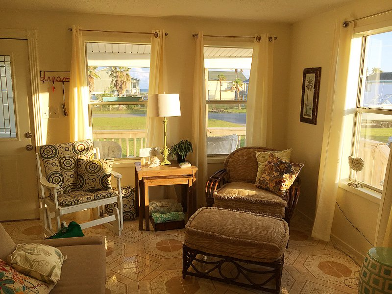 Cozy Galveston Beach House, holiday rental in Galveston Island