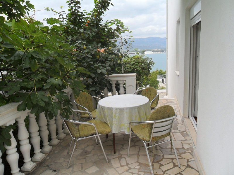 Nice apt with sea view & terrace, holiday rental in Zedno