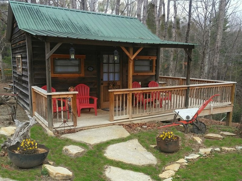 Fred's Bungalow: Cabin, holiday rental in Flat Rock