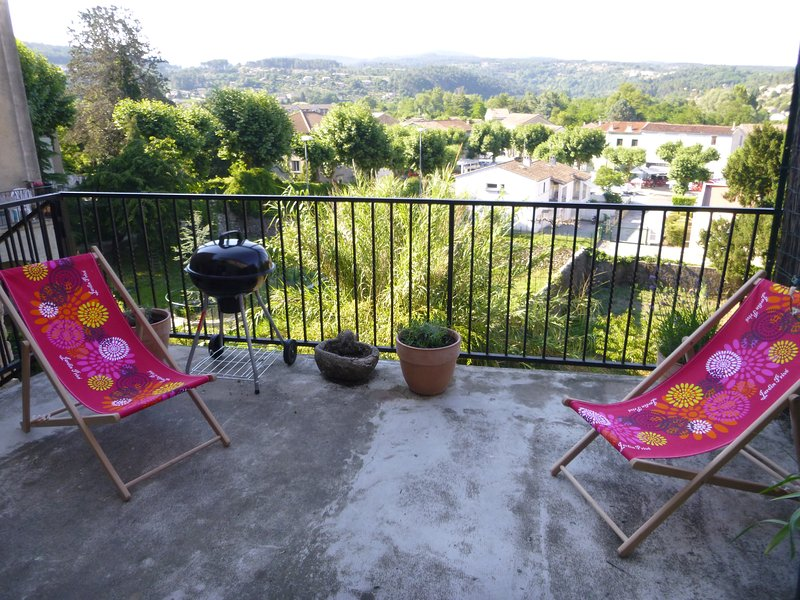 Nice apt with mountain view & Wifi, location de vacances à Joyeuse