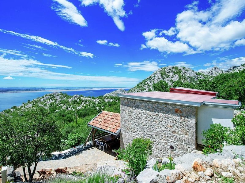 Nice house with sea view & terrace, holiday rental in Kukljic