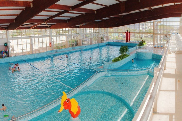 Braga Municipal Swimming Pools: indoor pool with waves. Pool with brine. 2km