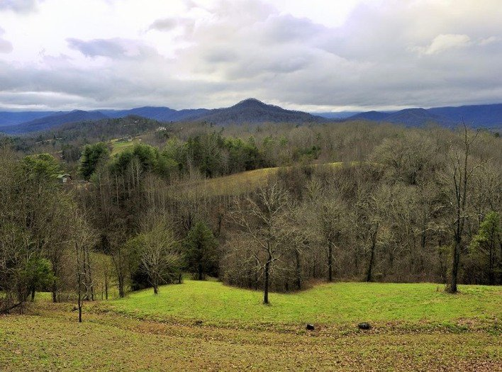 Paradise Peaks: Long range and peaceful views of the Southern Appalachian Mountains
