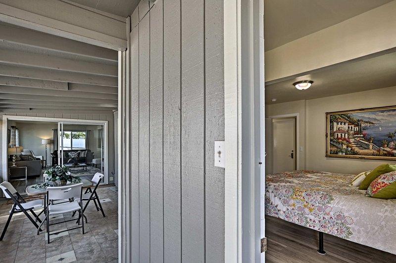 Die Terrasse liegt nur wenige Schritte von den Schlafzimmern entfernt.
