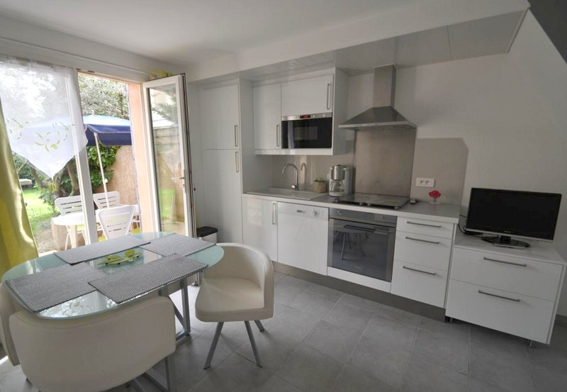 Nice house with shared pool & Wifi, Ferienwohnung in Lauris