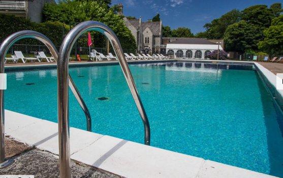piscine extérieure tout compris dans le prix.
