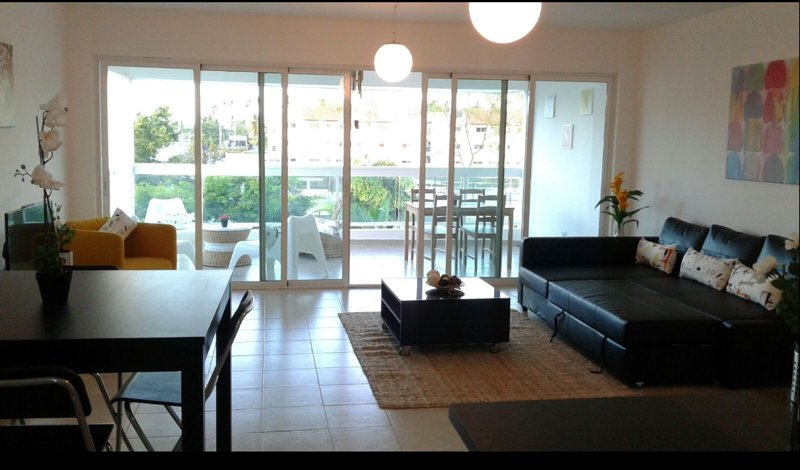 great living room, with a nice pool view , Tv set. wifi, air conditioning . balcony with good breeze