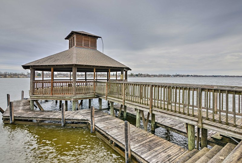 Dock your watercraft at this shared pier for effortless riverfront exploration.