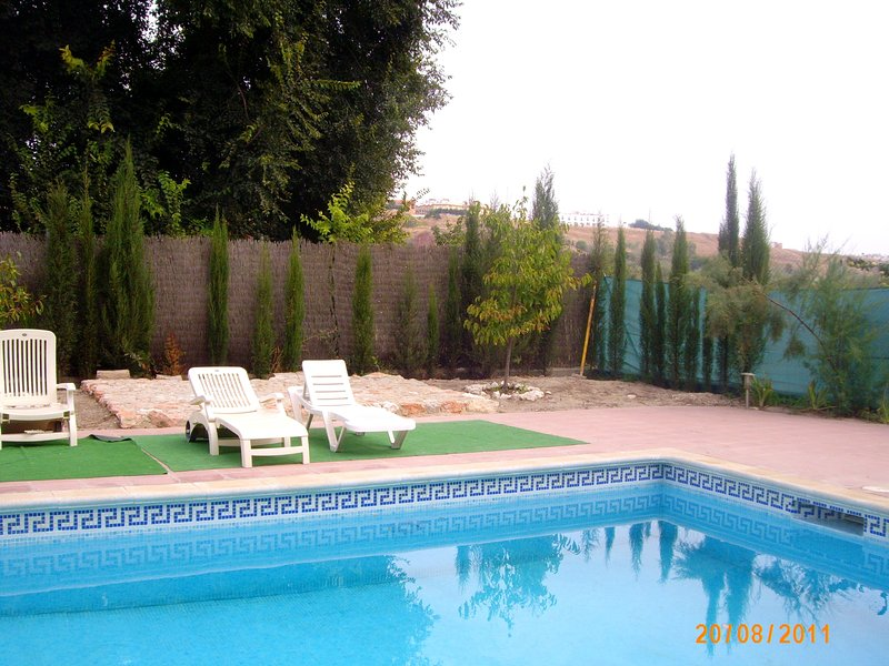 Big villa with swimming-pool & Wifi, aluguéis de temporada em Montilla