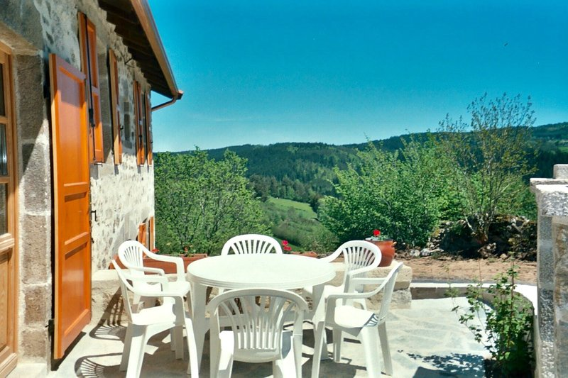 Nice house with mountain view, holiday rental in Sembadel