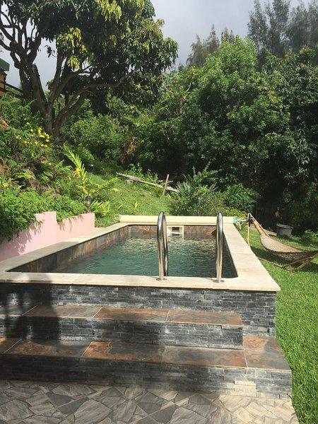Nice apt with pool access & terrace, location de vacances à Bois de Nefles