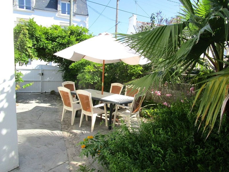 Beautiful house near the beach, holiday rental in Saint-Guenole