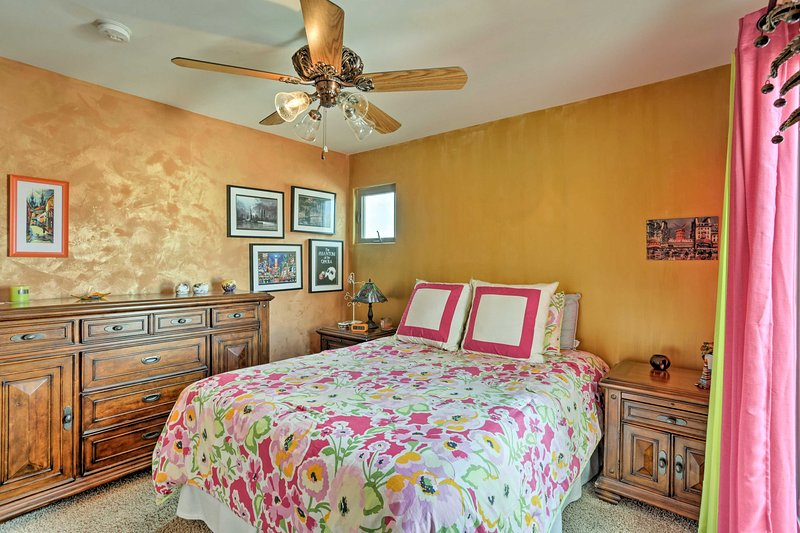 The Venice Room features a queen bed.
