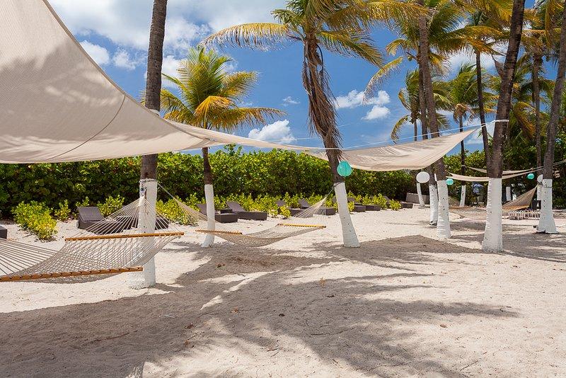 area lounge beach