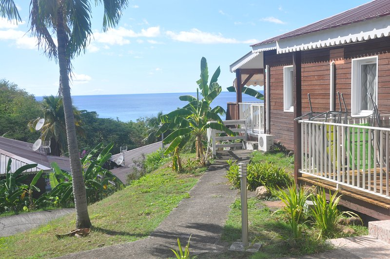 Amazing bungalow near the beach, vacation rental in Marigot