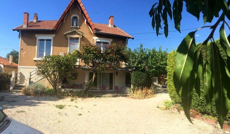 Nice apt with garden & terrace, vacation rental in Carpentras