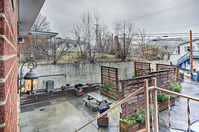 This ideally located unit is within walking distance of downtown St. Paul.