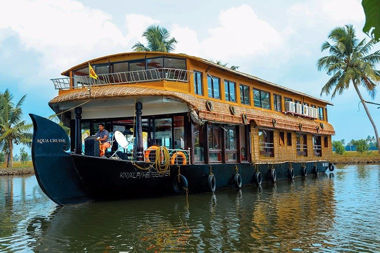 Jonjes Holidays Houseboat.. Catering Memorable Holidays