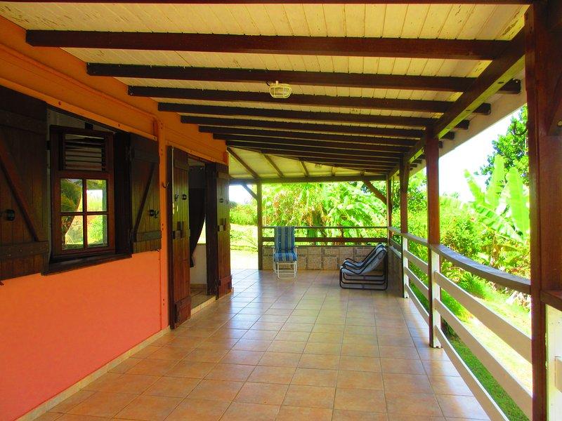 Beautiful house near the beach, alquiler de vacaciones en Goyave