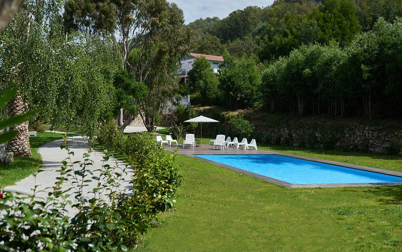 Big house with shared pool & garden, vacation rental in Pacos de Ferreira