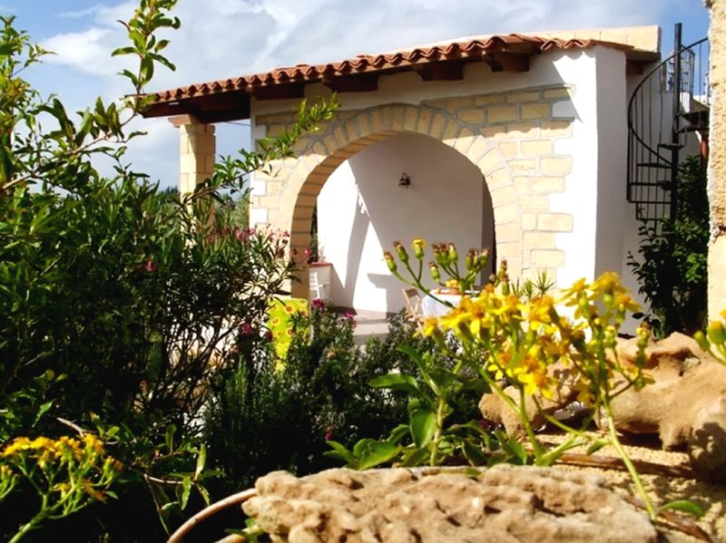 Nice house with terrace & Wifi, vacation rental in Balestrate
