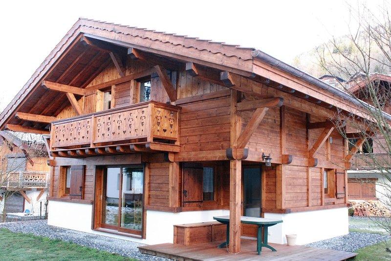 Chalet confortable trois étoiles à Samoëns village (Haute Savoie), vacation rental in Grand Massif