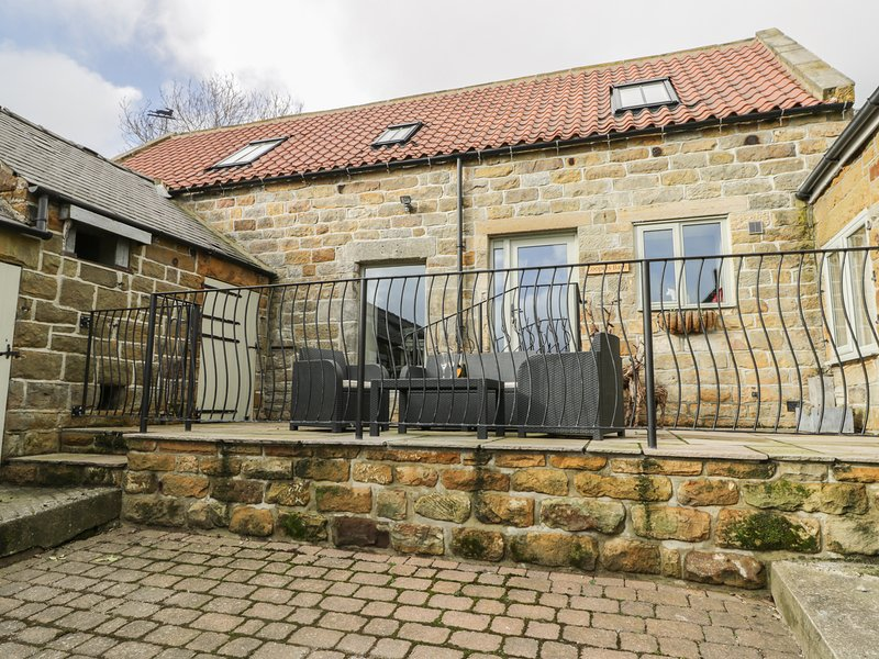 COOPERS BARN, barn conversion, WiFi, en-suites, pet-friendly, near Egton, Ref, vakantiewoning in Lealholm